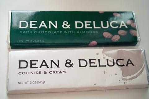ダークスィートチョコレート with アーモンド(DARK SWEET CHOCOLATE WITH ALMOND)とクッキーアンドクリーム(COOKIES AND CREAM)