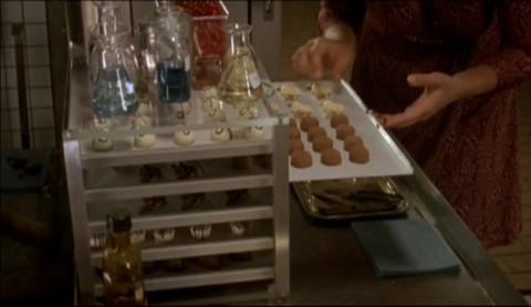 「幸せのショコラ」でカタリーナがチョコレートをつまみ食いするシーン