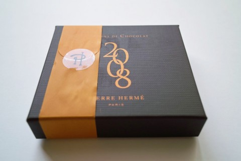 ピエール・エルメのボンボン・ショコラ外装