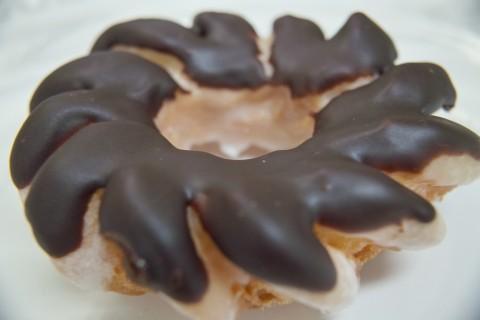 クリスピー・クリーム・ドーナツのチョコレートグレーズドクルーラー