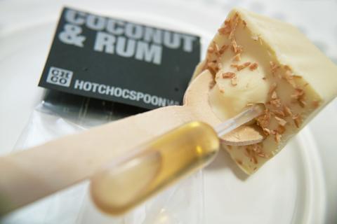 チョコレートカンパニー(CHOCOLATE COMPANY)、ホットチョコスプーン(HOTCHOCSPOON WHITE)のココナッツ&ラム(COCONUT & RUM)