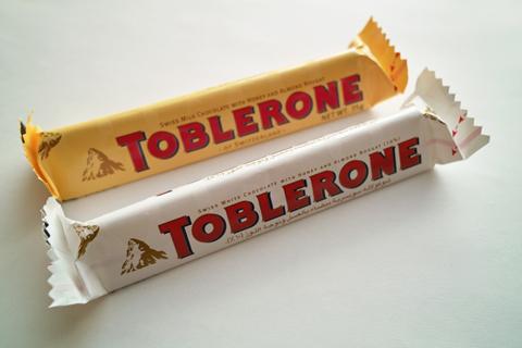 トブラローネ(TOBLERONE)のミルクとホワイト